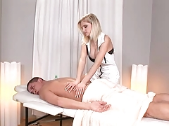 Darina massage table