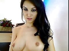 Turkish hottie show off her awesome body