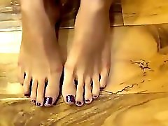 Pretty Purple Toenails