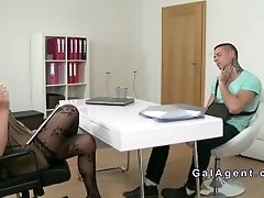 Muscled Stud Bangs Female Agent In Casting