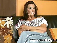 Sexy MILF Mimi Moore Finger Fuc 1fuckdatecom