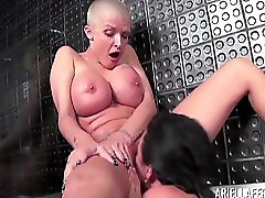 Ariella Ferrera In Suds With Joslyn James