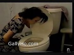Deep Anal In The Toilet