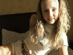 3 00a young blonde girl 2013 04 02